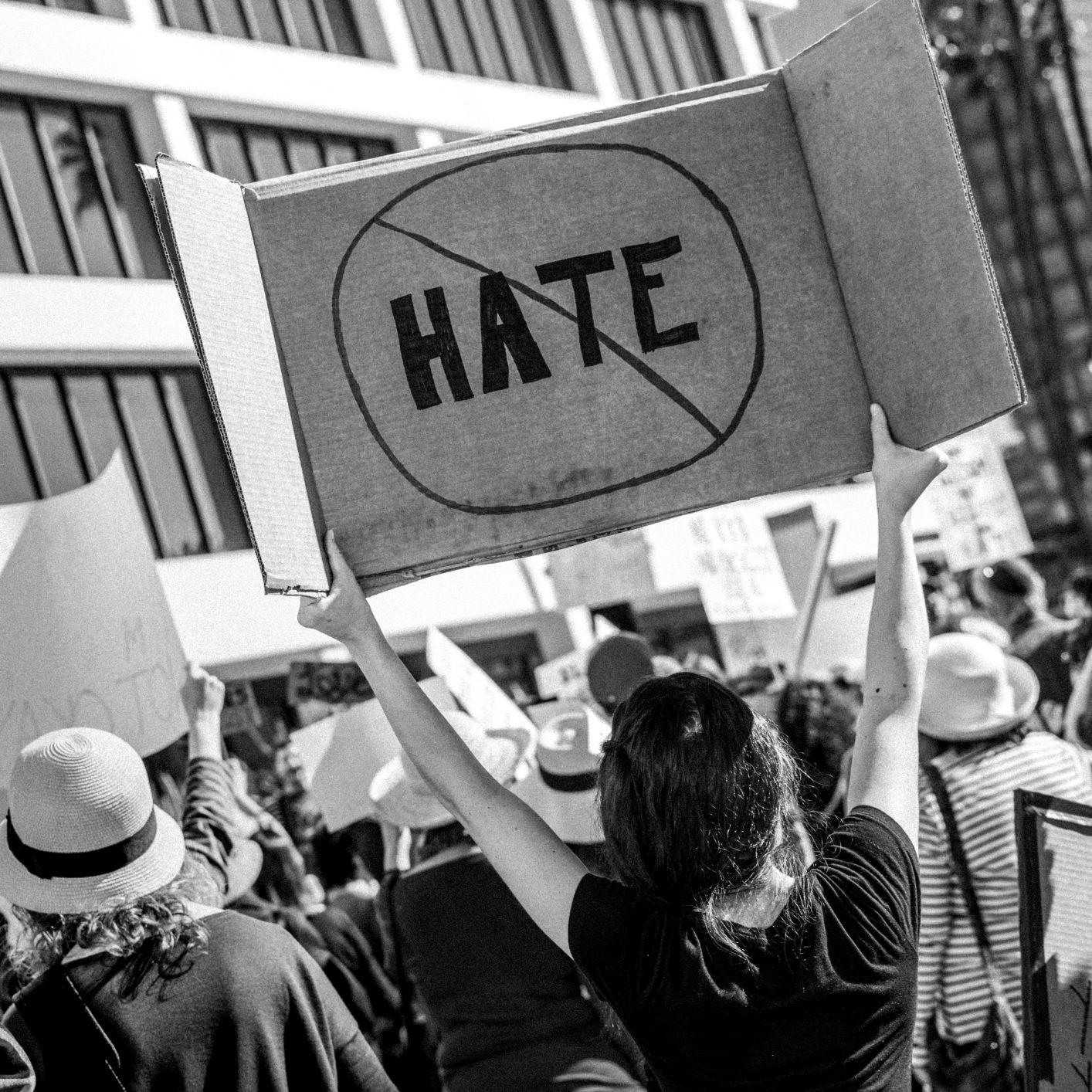 A (des)informação e a ascensão da direita extremista