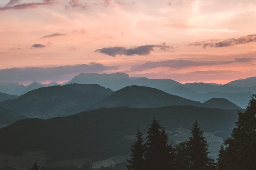 Atrás do Pôr-do-sol