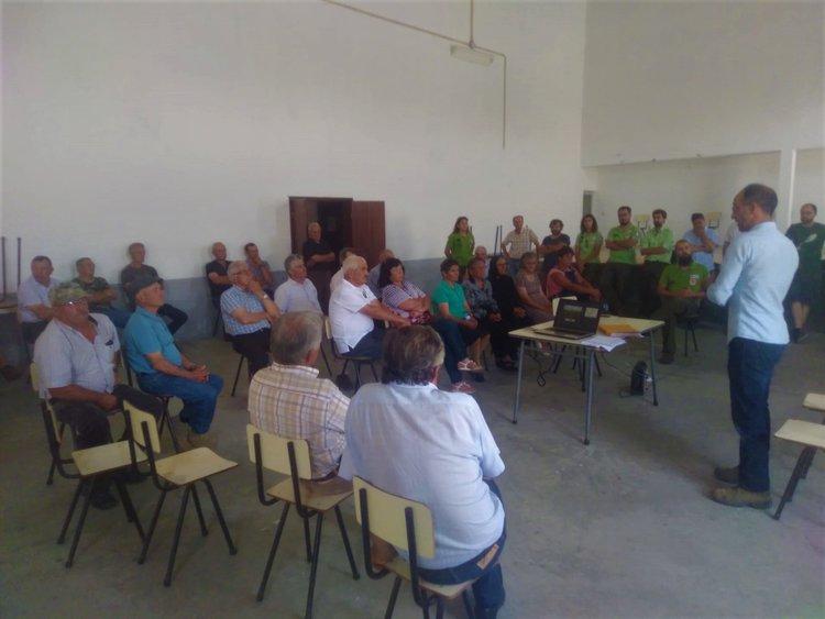 Sessão de esclarecimento informa população de Ifanes e Paradela sobre funcionamento de campo de alimentação para aves necrófagas