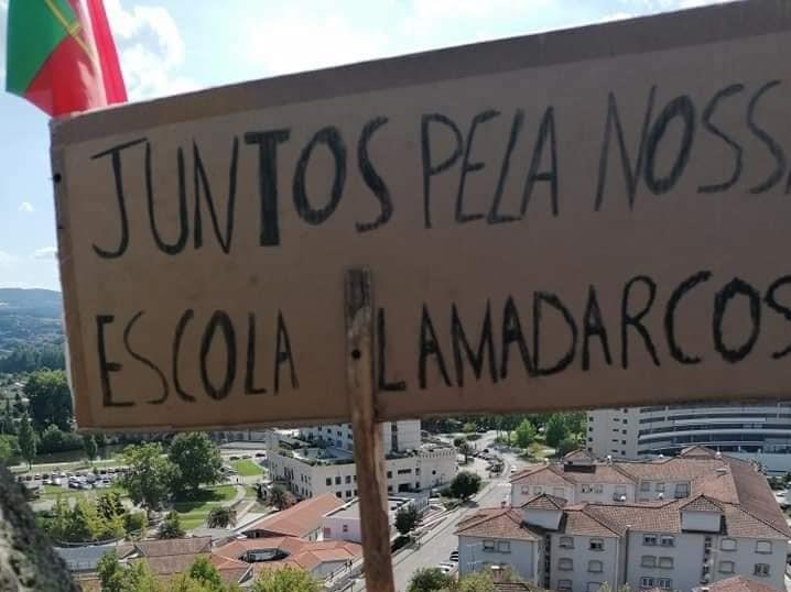 """População consegue """"suspender"""" venda da antiga Escola de Lamadarcos"""