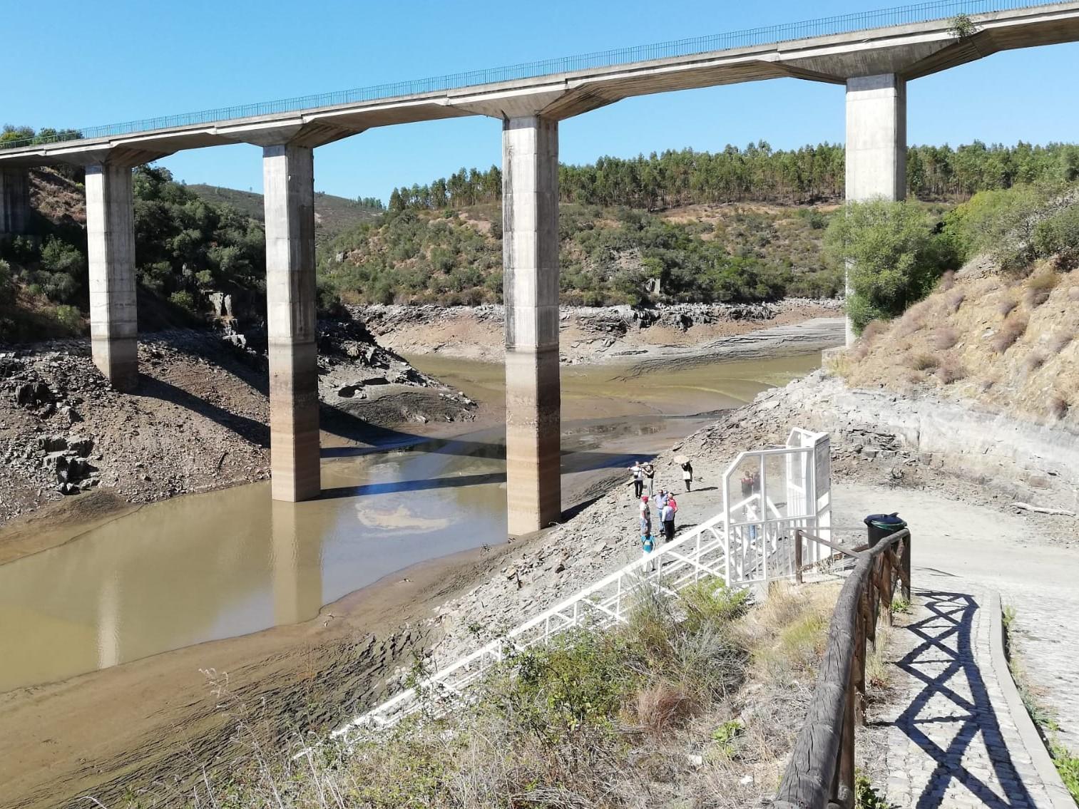 Desastre ambiental no Rio Ponsul exige apuramento urgente de responsabilidades