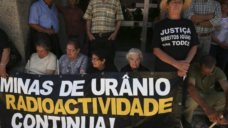 Associação de Ex-Trabalhadores apresenta queixa em tribunal por atraso na recuperação ambiental das casas na Urgeiriça