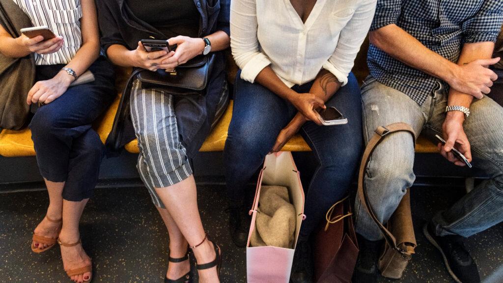 Smartphone no comboio
