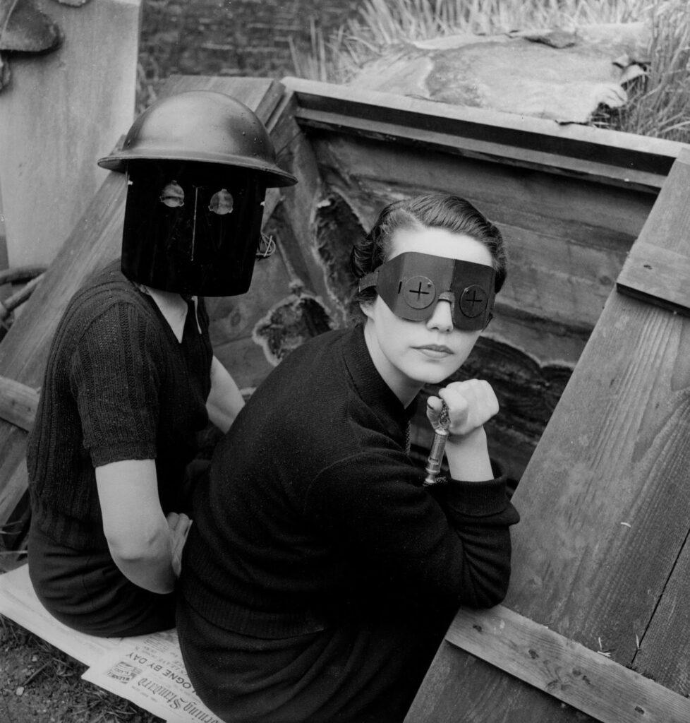 Fire Masks de Lee Miller