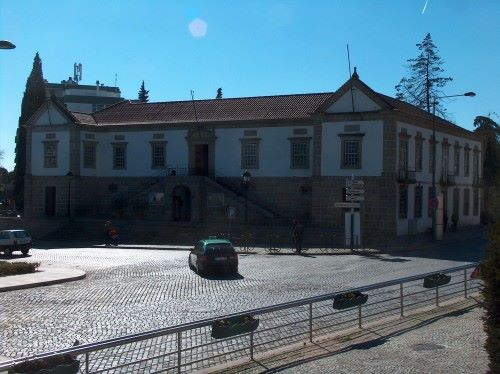 """""""Aperta-se o cerco ao autarca de Castelo Branco"""": mais dois contratos duvidosos"""