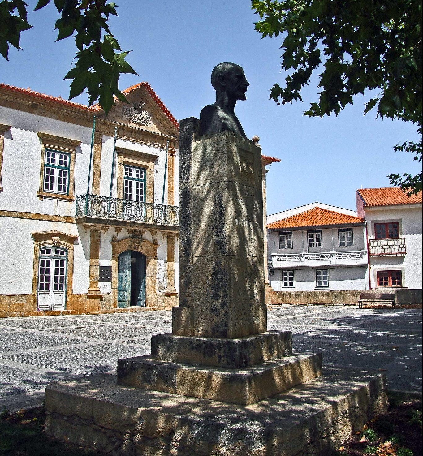 Busto retirado do castelo gera polémica em Torre de Moncorvo