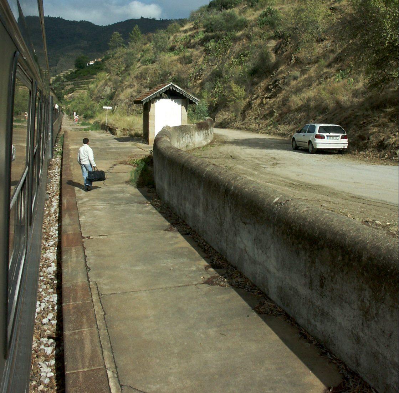 """Linha do Tua: a população merece mais do que este """"empurrar com a barriga"""""""