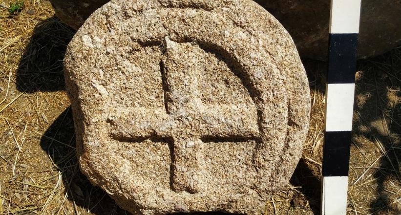 Estela funerária medieval descoberta em Carregal do Sal