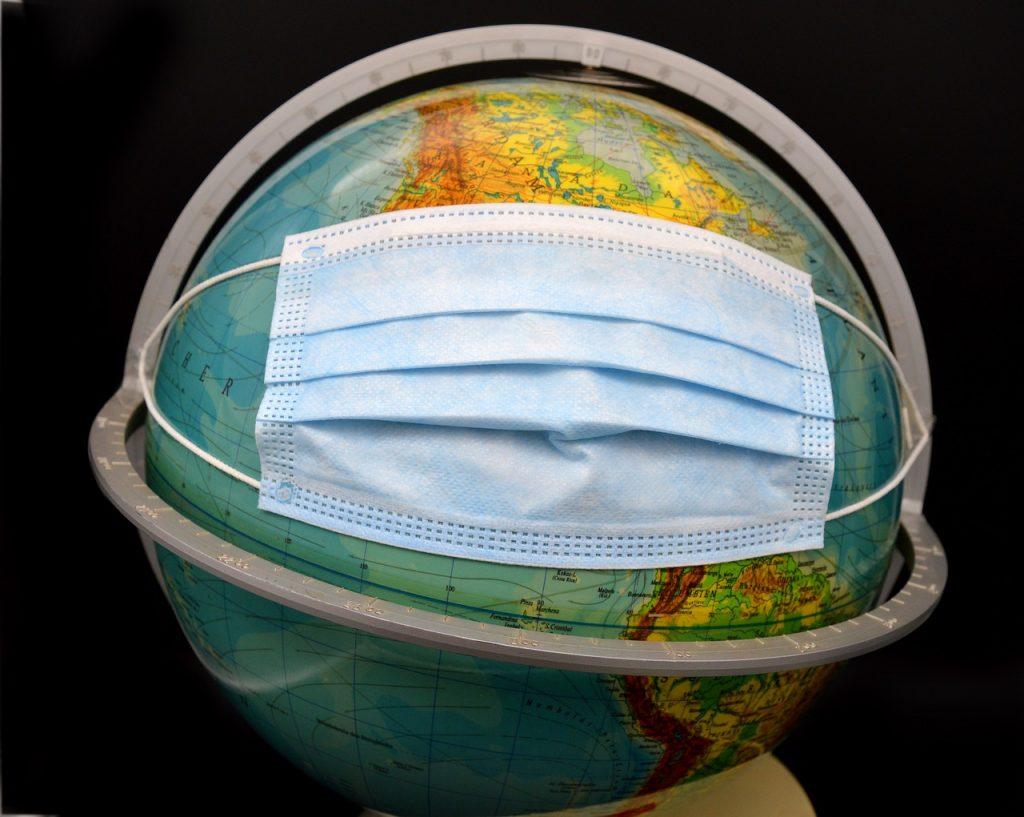 Mundo com máscara