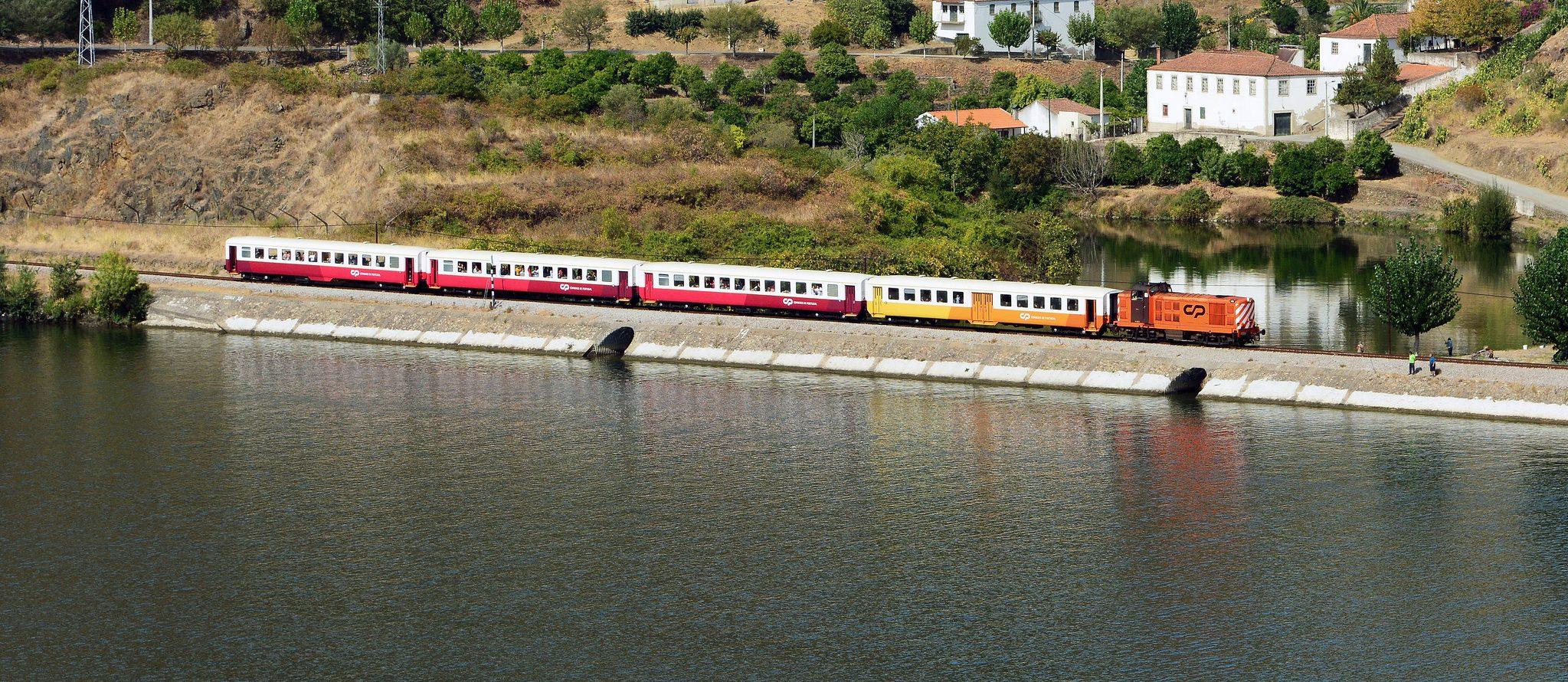 Comboio histórico liga novamente o Porto ao Pocinho