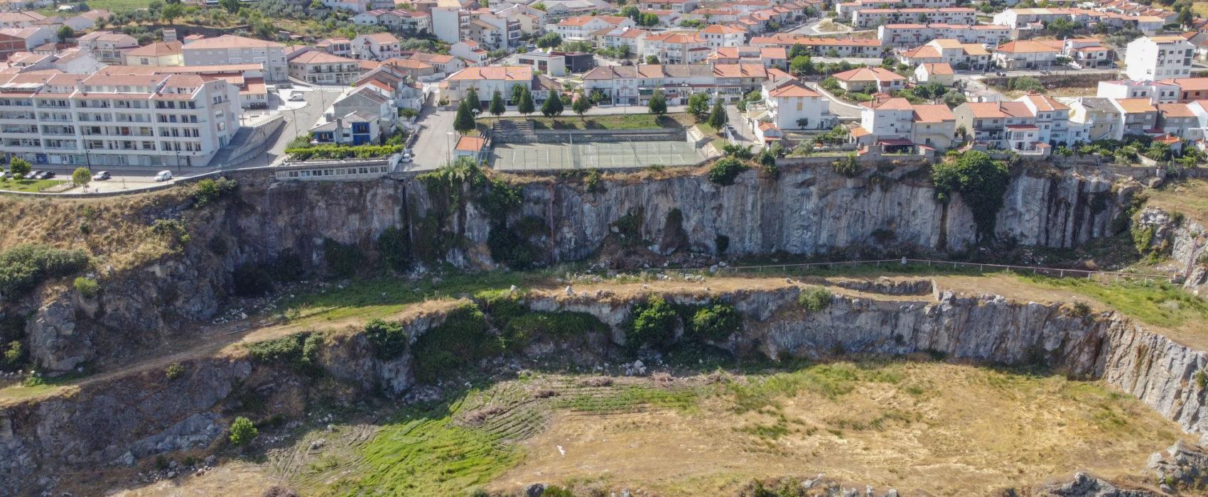 Pedreira na cidade de Miranda do Douro deixada pela construção da barragem 1960   Foto retirada de Movimento Cultural da Terra de Miranda   Facebook