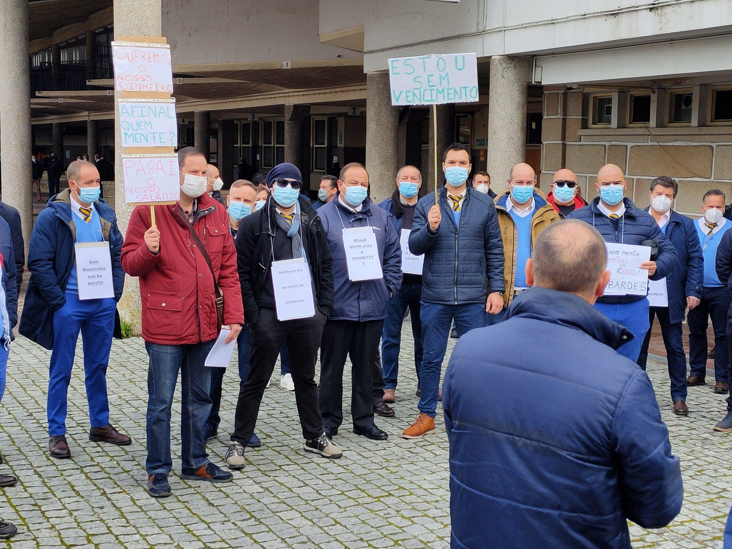 Motoristas da Berrelhas manifestam-se em Viseu pelo pagamento dos salários em atraso