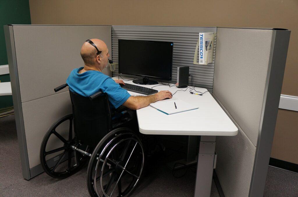 Pessoa com deficiência / Cadeira de Rodas