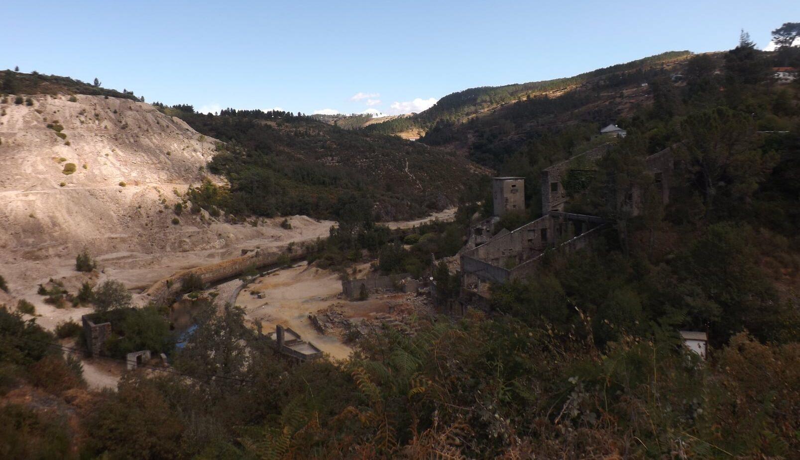 """13 movimentos e associações contestam exploração mineira a """"céu aberto"""" na Borralha em Montalegre"""