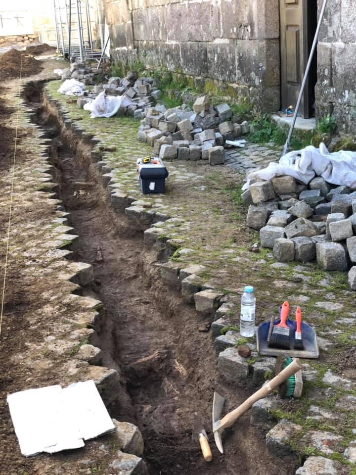 Necrópole Medieval descoberta junto à Igreja de Santa Maria no Sátão