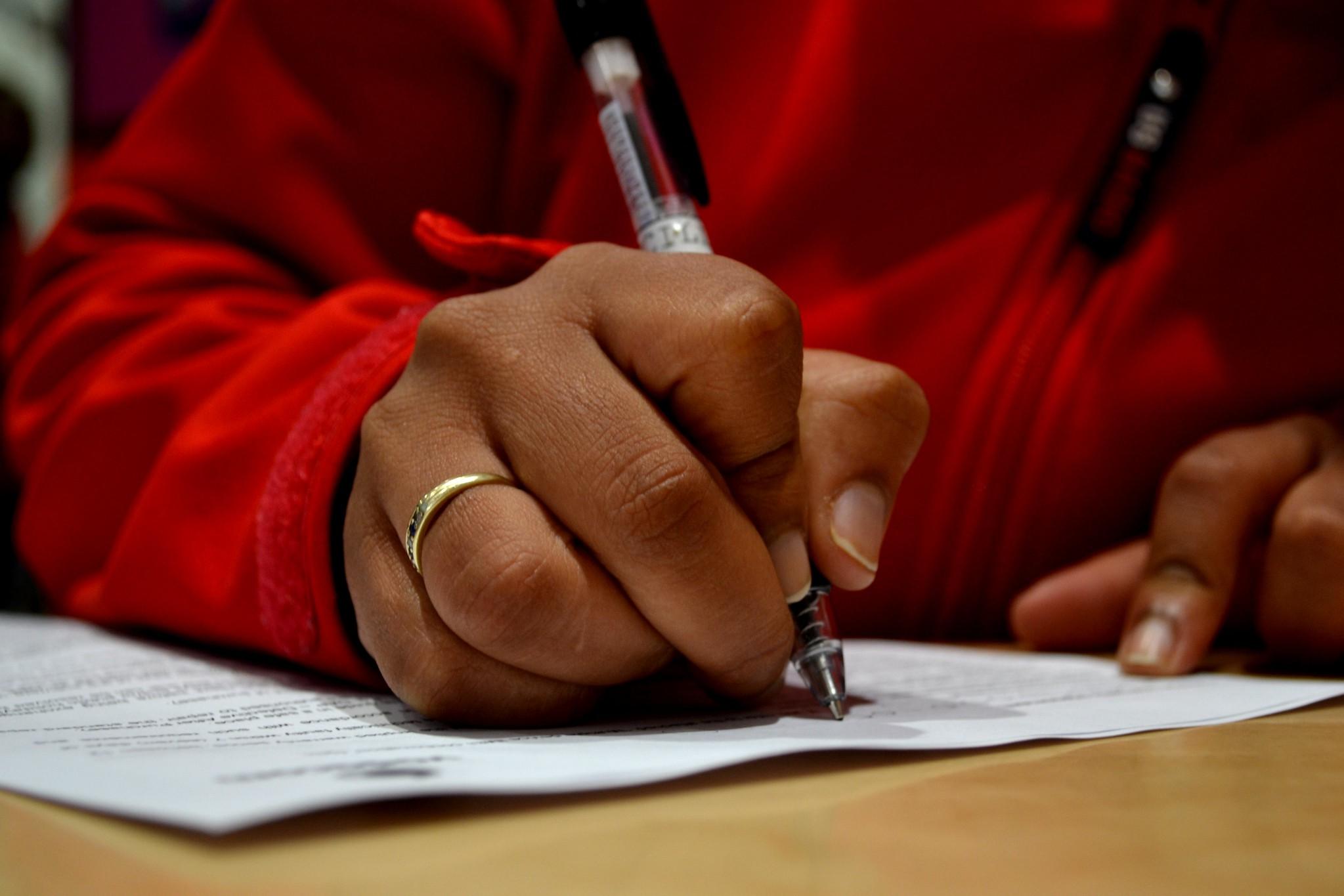 """Parlamento aprova fim das """"letras pequeninas"""" nos contratos"""
