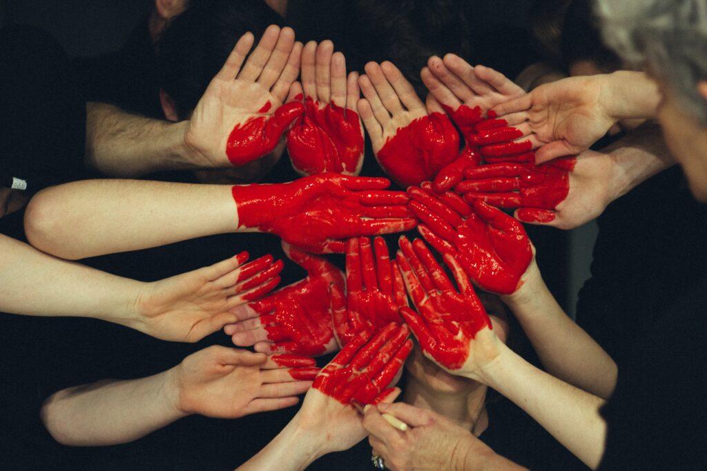 Pessoas | Mãos | Coração