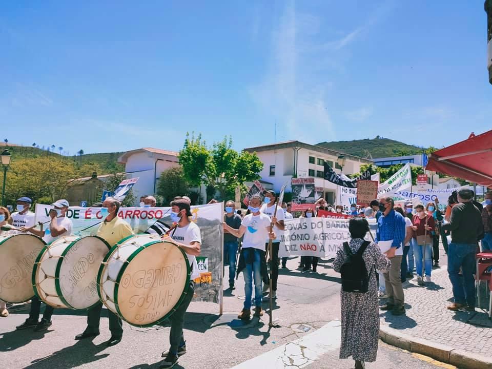 Manifestação contra mina do Barroso