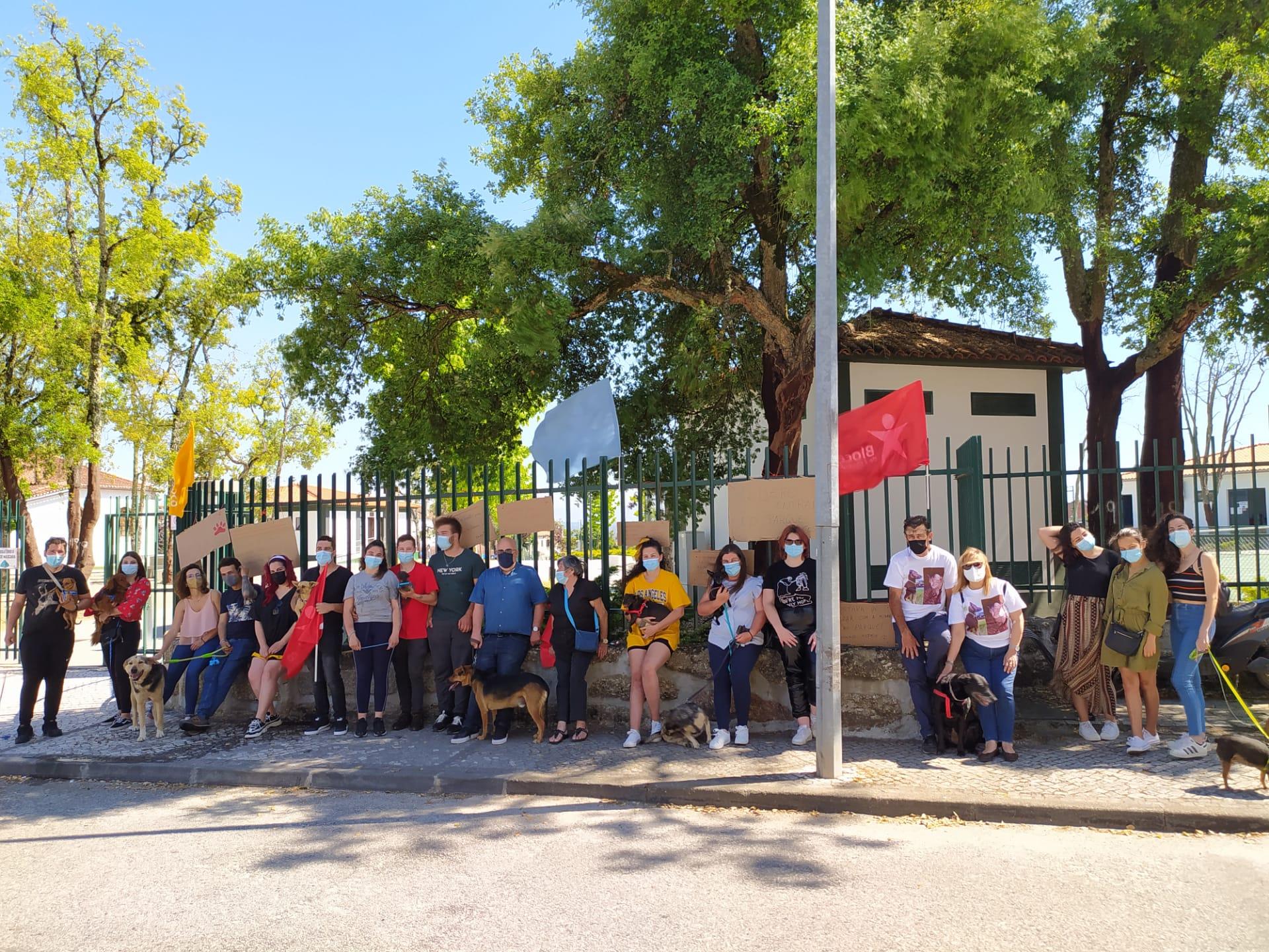 ManifestaCão reivindicou entrada de animais no Parque Alzira Cláudio em Carregal do Sal