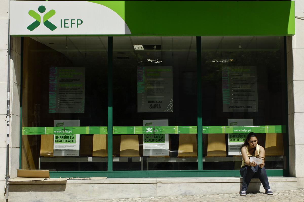 Milhares de desempregados podem ficar sem apoios em agosto
